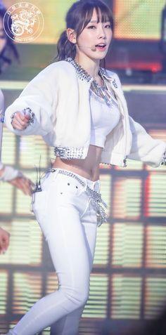 SNSD Taeyeon tummy