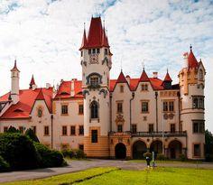 Žinkovy castle (West Bohemia), Czechia Castle House, Castle Ruins, Medieval Castle, Beautiful Castles, Beautiful Buildings, Beautiful Places, Prague, Photo Chateau, Europe Photos