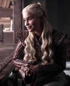 Daenerys from Game of Thrones Season 8 Photos: Farewell to Westeros Emilia Clarke as Daenerys Targaryen. Game Of Thrones Wiki, Arte Game Of Thrones, Game Of Thrones Facts, Game Of Thrones Funny, Game Of Thrones Characters, Daenerys And Jon, Game Of Throne Daenerys, Khaleesi, Emilia Clarke Daenerys Targaryen