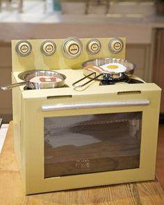 Make this adorable kids' oven from a cardboard box and other materials found in your home.