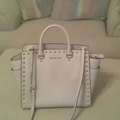 Michael Kors XL studded cream purse Has strap w purse.immaculate interior. Exterior good condition one very small thin ink smudge barely visible.  I  love this bag but it is a bit larger than I prefer to carry. Posh  purchased couple wks ago.  I  have not used. NO TRADES  looking to sale. Thank you Michael Kors Bags