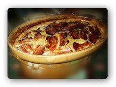 """Tofaille des vosges Les ingrédients - 3 bons kg de pommes de terre """"Charlotte"""" - 2 bons kg de collet fumé (porc) - 20 fines tranches de lard fumé - 1 bel oignon - 1 poireau - 50 cl de crème fraîche - 25 cl de vin d'Al..."""
