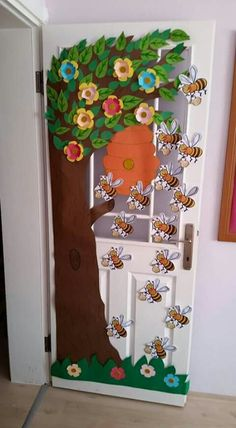 This would be cute, even on a classroom door. This would be cute, even on a classroom door. Diy And Crafts, Crafts For Kids, Arts And Crafts, Paper Crafts, Craft Activities, Preschool Crafts, Preschool Door, Decoration Creche, Diy Y Manualidades