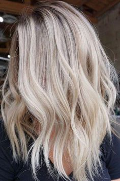 Golden Blonde Balayage for Straight Hair - Honey Blonde Hair Inspiration - The Trending Hairstyle Hair Blond, Blonde Hair Looks, Light Blonde Hair, Honey Blonde Hair, Platinum Blonde Hair, Light Hair, Champagne Blonde Hair, Medium Blonde Hair Color, Baylage Blonde