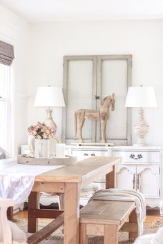 A beautiful farmhouse dining room with a french country twist Raw Wood Furniture, Unfinished Wood Furniture, Modern French Decor, French Country Decorating, Dining Area, Dining Table, Dining Rooms, Modern Farmhouse Table, Farmhouse Style