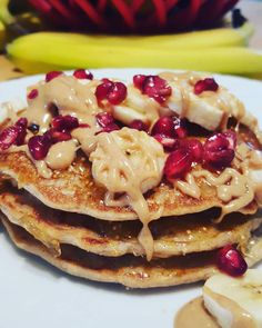 Today's breakfast is absolutely beautiful and delicious. Surprisingly not too sweet.  Kodiak cakes protein packed mix. I added flax, chia, cinnamon and coaches oats.  Layered with fig marmalade and bananas. Topped with a drizzle of peanut butter and pomegranate seeds. . . #deliciousfood #beautifulfood #fuel #nutrition #breakfast #protein #kodiakcakes #coachesoats #prerunbreakfast #banana #peanutbutter #pomegranate