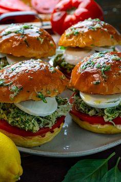 Pesto Chicken Salad Sandwich Chicken Pesto Sandwich, Basil Pesto Chicken, Pesto Chicken Salads, Salad Sandwich, Pesto Salad, Chicken Appetizers, Yummy Appetizers, Sandwiches, Cupcakes
