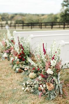 Pews + florals | Photography: Meredith Sledge