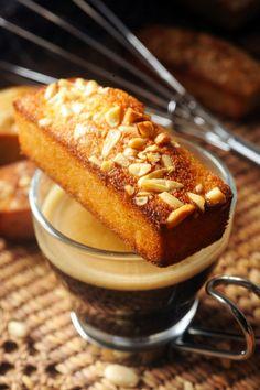 Mandarin orange and pine nuts Financiers Tea Cakes, Mini Cakes, Cupcake Cakes, Pause Café, Dessert Aux Fruits, Small Desserts, Coffee Cake, Coffee Coffee, Coffee Break