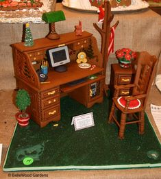 One entry from December, 2007, in the Gingerbread Festival at the Frelinghuysen Arboretum in Morristown, New Jersey. Shown: Santa's office. Mr. Claus is a very up-to-date executive, with an immaculate desk,  telephone, pencil mug . . . and his computer, ready to keep track of who's naughty and who's nice. -- Click through for a close-up look at the desktop.