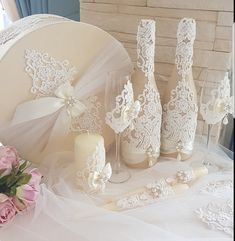 Candle styles thoughts for weddings and events; a group designing ideas for wedding ceremony candle centerpieces. Card Box Wedding, Wedding Sets, Floral Wedding, Wedding Ceremony, Bride And Groom Glasses, Wedding Glasses, Wine Glass Crafts, Bottle Crafts, Present For Groom