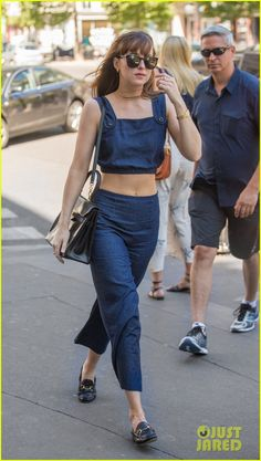 Dakota Johnson Shops in Paris During 'Fifty Shades' Down Time!   dakota johnson steps out in paris fifty shades break 03 - Photo