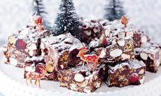 All-star Nigella Christmas: Christmas rocky road In the seasonal spirit – I've crammed in some Brazil nuts and glacé cherries , along with snowy mini marshmallows. Nigella Christmas, Christmas Christmas, Christmas Recipes, Easy Rocky Road Recipe, Rocky Road Cupcakes, All Star, Rocky Road Fudge, Mini Marshmallows, Fudge Brownies