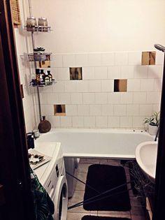 Egy jó kiadós költözés után, megérkeztünk új albérletünkbe. Megannyi válogatás után, kutyával elég nehéz volt minden kritériumnak megfelelőt találni. Minden lakásban volt egy kis bibi, így ebben is.... a fürdőszoba! Már akkor mondtam a feleségemnek bízzon bennem megoldom... Így is lett! Felmerül a… Diy Bathroom, Bathroom, Decor, Furniture, Home, Round Mirror Bathroom, Mirror, Bathroom Mirror, Home Decor