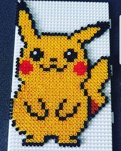 Easy Perler Bead Patterns, Kandi Patterns, Diy Perler Beads, Pearler Beads, Fuse Beads, Beading Patterns, Pikachu, Modele Pixel, Rare Pokemon Cards