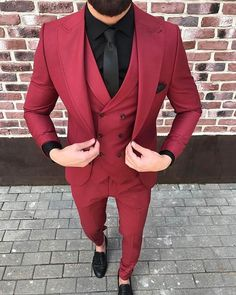 Summer Look Do you like it? Prom Suits For Men, Best Suits For Men, Cool Suits, Blazer Outfits Men, Mens Fashion Blazer, Suit Fashion, Mens Red Suit, Mens Suits, Groomsmen Suits