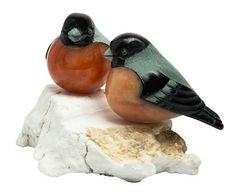 Encantadoras figuras de animais em pedra natural da região de Perm, nos montes Urais