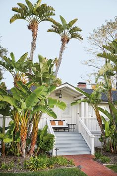 Planning a trip to Santa Barbara? Here's everything you need to know from the top places to eat to favorite local shops. Home Design, Interior Design, Stuff To Do, Things To Do, Santa Barbara California, California Beach, California Travel, Northern California, Luxury Tents