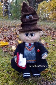 Knitting Pattern Harry Potter boy Wizard #harrypotter #knitteddoll #knittingpattern #mothersday #easter