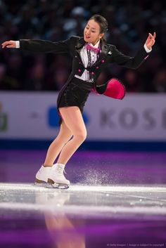 Mao Asada of Japan skates during the Exhibition of Champions at the ISU World Figure Skating Championships at TD Garden in Boston, Massachusetts, April 3, 2016. / AFP / Geoff Robins (1024×1535)
