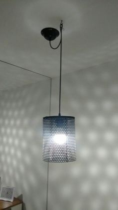 Luminária feita de filtro de ar de motor a diesel.