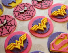 Your place to buy and sell all things handmade - 12 Edible Super Hero Girl Style Cupcake by FondantandFrosting La mejor imagen sobre healt para tu g - Supergirl Cakes, Batgirl Cake, Girl Superhero Cake, Superhero Birthday Party, 4th Birthday, Wonder Woman Cake, Wonder Woman Party, Bridal Shower Cupcakes, Wedding Cupcake Toppers
