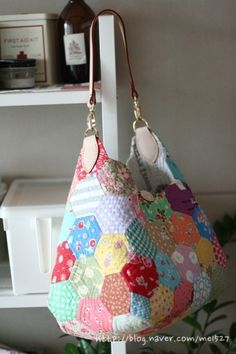 Purses And Handbags Diy Patchwork Bags, Quilted Bag, Japanese Bag, Diy Handbag, Purses And Handbags, Fabric Crafts, Hand Sewing, Pouch, Shoulder Bag