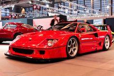 #Ferrari #F40 LM au salon Retromobile à #Paris Reportage complet : http://newsdanciennes.com/2016/02/08/grand-format-retromobile-2016/ #Vintage #VintageCar