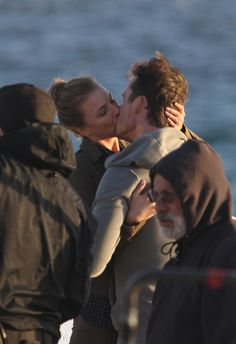 Revenge's Emily VanCamp and Barry Sloane Make Out on the Beach! (PHOTOS)