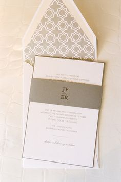 どんな年代にも受けがいい!落ち着いたデザインの結婚式招待状 | Mikiseabo -ミキシーボ-
