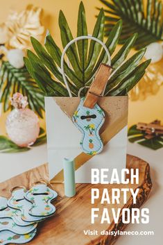 Tropical theme party favors are fun for adults and kids. From a pool party, luau or beach bachelorette party, these pineapple keychains are sure to please. The cute pattern features palm trees and pineapples. Add the keychains to tropical theme goodie bags or display them on a table to add to your beach party decor. Gift them to your friends for a girls beach getaway. Take the guess work out of beach party planning with an easy party favor idea that is unique and fun! Visit daisylaneco.com Beach Party Favors, Party Favors For Adults, Mermaid Party Favors, Unique Party Favors, Mermaid Parties, Party Gifts, Luau Party, Luau Birthday, Birthday Party Favors