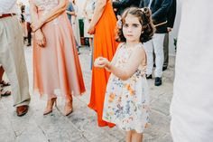 Incorporating kids at weddings can make the event lively and fun. To make a decision here is a guide on how kids can feel like they are part of it. Best Wedding Photographers, Destination Wedding Photographer, Wedding With Kids, Perfect Wedding, Boho Wedding, Summer Wedding, Wedding Venues, Wedding Photos, Greece Wedding