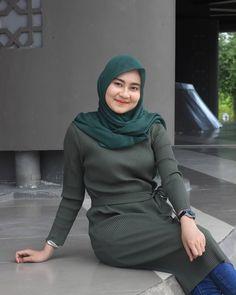 Casual Hijab Outfit, Hijab Chic, Hijabi Girl, Girl Hijab, Beautiful Hijab, Beautiful Asian Girls, Islamic Girl, Muslim Dress, Pastel Fashion