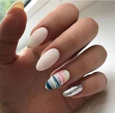The advantage of the gel is that it allows you to enjoy your French manicure for a long time. There are four different ways to make a French manicure on gel nails. Blue Nails, Glitter Nails, My Nails, Fall Nails, White Nails, Best Nail Art Designs, Colorful Nail Designs, Super Nails, Nail Decorations