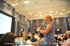 @3girlsmomma19 asking a question during the Journalism & Social Media discussion