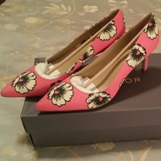 Ann Taylor Fabric Daisy Print Pumps A-dor-a-ble! Pink/fuchsia fabric with daisy print. 2.5 inch kitten heel with padded footbed.  New in box and never worn. Ann Taylor Shoes Heels