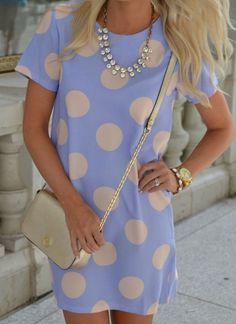 Vestido corto casual en color lavanda de lunares con mangas cortas