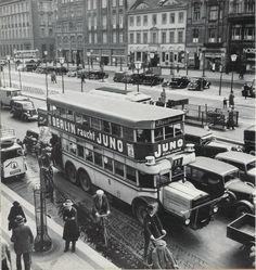 Schnauzenbus, Unter den Linden, Weinhaus Habel, 1930