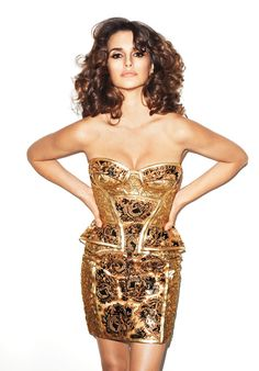 Penélope on http://negrowhite.net/moda/celebrities/penelope-cruz-infartante-para-harpers-bazaar-usa