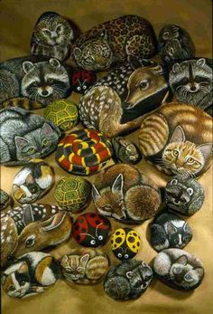 Baeutiful animal rocks by Lin Wellford. I hove one of her books and really enjoy trying to paint rocks even if mine aren't nearly as good as hers!