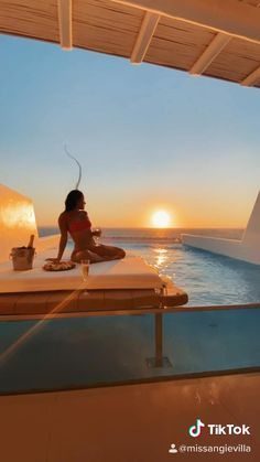 Follow your passion for travel and spend summer 2021 learning how to get paid to travel the world. Beautiful Photos Of Nature, Beautiful Places To Travel, Travel Itinerary Template, Cool Instagram Pictures, Secluded Beach, Maybach, Travel Couple, Luxury Life, Mykonos