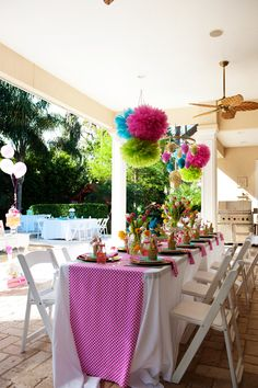 Decora una preciosa fiesta de primavera con pompones de papel / Decorate a lovely spring party with paper pompoms