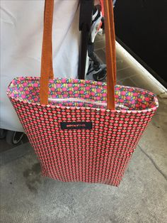 Sac fluo pour Tata Laura :-) #sewing Sewing Projects, Diy Projects, Homemade, Tote Bag, Inspiration, Bag, Biblical Inspiration, Home Made, Totes