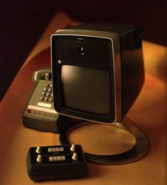 A Brief History of the Videophone That Almost Was Retro Futuristic, Futuristic Technology, Vintage Television, The Jetsons, Pi Projects, Vintage Phones, Small Case, Vintage Industrial, Vintage Tv