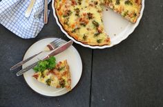 Grov middagspai med skinke & bacon Quiche, Healthy Recipes, Bacon, Breakfast, Food, Pai, Morning Coffee, Quiches, Healthy Eating Recipes