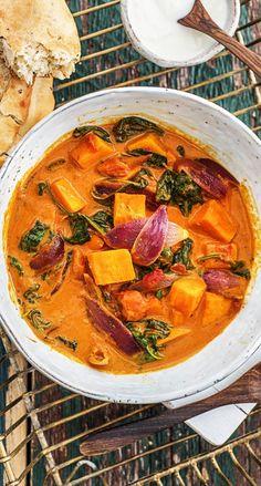Step by Step Rezept: Indisches Süßkartoffel-Korma-Curry mit Babyspinat, Kokosmilch und Naan-Brot  Kochen / Rezept / DIY / HelloFresh / Küche / Lecker / Gesund / Einfach / Kochbox / Ernährung / Zutaten / Lebensmittel / Curry / Indisch / Indien / Veggie / Vegetarisch / 30 Minuten / Kokos   #hellofreshde #blog #kochen #küche #gesund #lecker #rezept #diy #gesund #einfach #kochbox #ernährung #lebensmittel #zutaten #curry #korma #indisch #vegetarisch #veggie #süßkartoffel #sweetpotatoe
