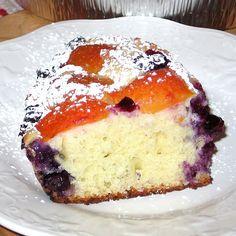 Romanian Apricot and Blueberry Cake Recipe - Prăjitură Cu Caise Si Afine Romanian Desserts, Romanian Food, Sicilian Recipes, Croatian Recipes, Easy Cake Recipes, Dessert Recipes, Blueberry Cake, Dessert Bread, Coffee Cake