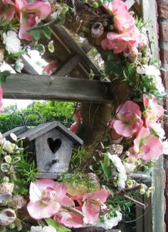 Love the bird house on this Spring wreath :)