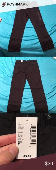 Black pants and black/brown belt Children's place size 7 skinny pants for little boys. Bought them for my son and he did not like them. The belt does come with the pants and it is reversible. It is black on one side and brown on the other side. Children's Place Bottoms Jeans