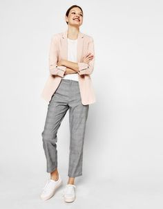 Bershka Mexico - Blazer fluido manga rolled up Pink Blazer Outfits, Grey Pants Outfit, Casual Work Outfits, Work Casual, Simple Outfits, Cool Outfits, Workwear Fashion, Fashion Outfits, Elegantes Business Outfit